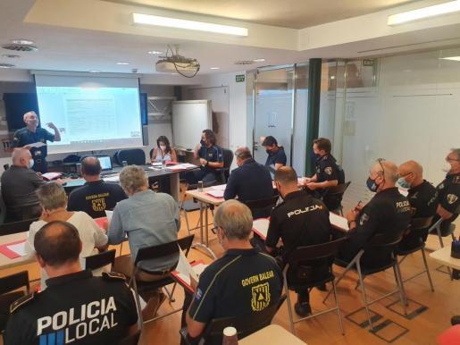 Imagen de la reunión de coordinación técnica celebrada este jueves para establecer los detalles de los operativos que garanticen el cumplimiento de las medidas encaminadas a velar por el cumplimiento de las normas del Govern.