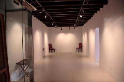 Muchos artistas han colgado sus obras en las paredes de la galería.