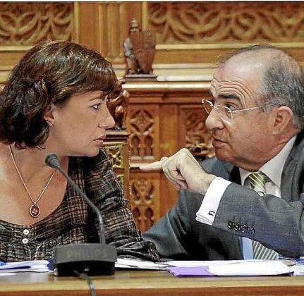 Francina Armengol y Antoni Alemany en un pleno del Consell.