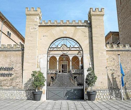 Imagen del castillo de Son Mas, sede del Ajuntament.