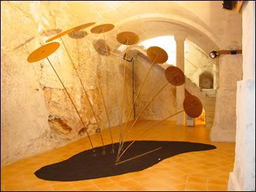 La galería alberga pintura, escultura, etc.