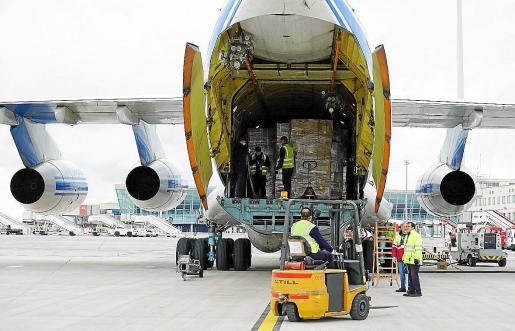 El Govern balear contrató finalmente seis aviones con material procedente desde China.