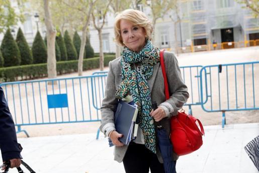 La expresidenta madrileña y exdirigente del PP de Madrid Esperanza Aguirre tras declarar este viernes en la Audiencia Nacional, en calidad de investigada ante el juez del caso Púnica.