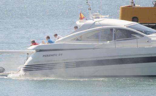 Doña Sofía ha salido a navegar con sus nietos.