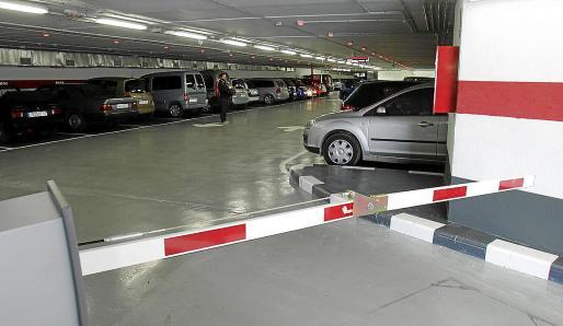Alquilar una plaza de aparcamiento en la única solución para muchas personas ante las dificultades que hay en prácticamente todos los barrios de Palma para estacionar el vehículo en la vía pública.
