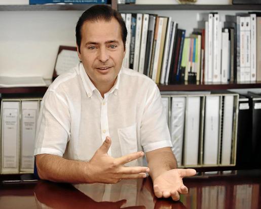 Antoni Frontera durante la entrevista que tuvo lugar en la sede central de U Energia en Sóller.