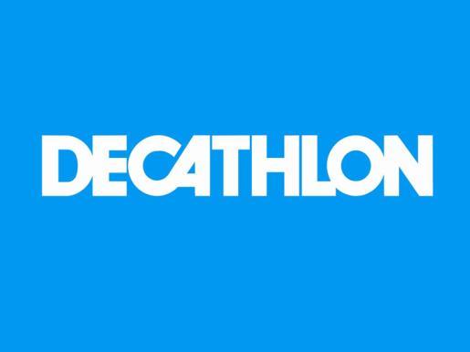 Decathlon ofrece una gran gama de artículos deportivos, de marca propia y otras.