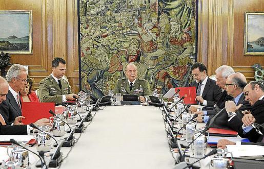 El rey Juan Carlos presidió la reunión del Consejo de Defensa Nacional en La Zarzuela.