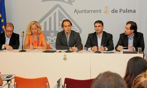 Gabriel Vallejo, Irene San Gil, Álvaro Gijón, Julio Martínez y Andreu Garau en rueda de prensa.