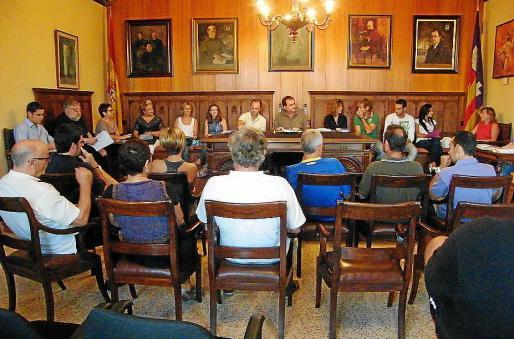 Las fuerzas políticas integrantes durante el pleno del Ajuntament de Porreres.