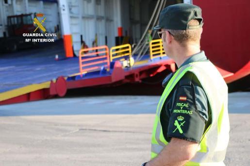 La Guardia Civil está llevando a cabo inspecciones.
