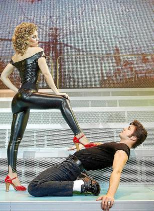 Edurne y Jordi Coll se ponen en la piel de Sandy y Danny en el musical de Grease.