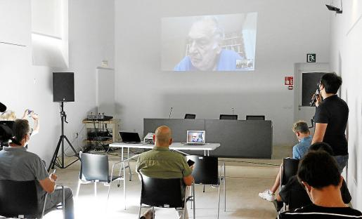 Un momento del encuentro virtual con Frears en Ca n'Oleo de Palma.