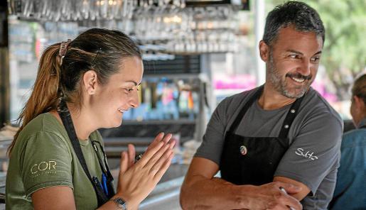 Santi Taura, en Cor i Taula junto a Julia, encargada de cocina.