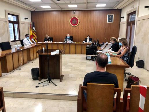 El acusado en la Sección Segunda de la Audiencia Provincial de Palma.