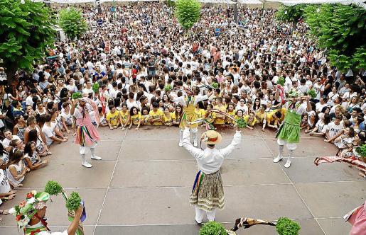 Este año no se vivirá la estampa de la plaza llena durante el baile de los Cossiers.