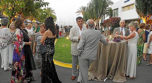 Los asistentes al evento que conmemoraba el 40 aniversario del Club de Mar disfrutaron de una amena velada.