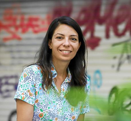 La cineasta Marga Melià posó en la barriada de Blanquerna para este diario.
