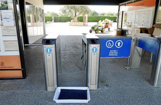Imagen de los accesos al polideportivo Príncipes de España