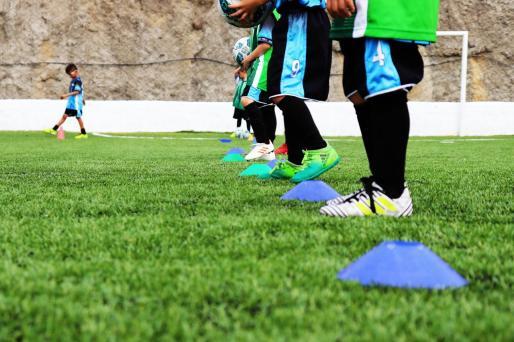 Según Santiago la legislación estatal aplicable en materia laboral y deportiva puede poner en peligro algunos clubes, especialmente del deporte base.
