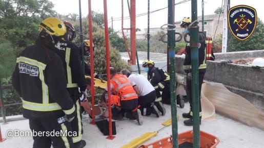 El hombre ha sido inmovilizado y trasladado al Hospital Universitario Son Espases.
