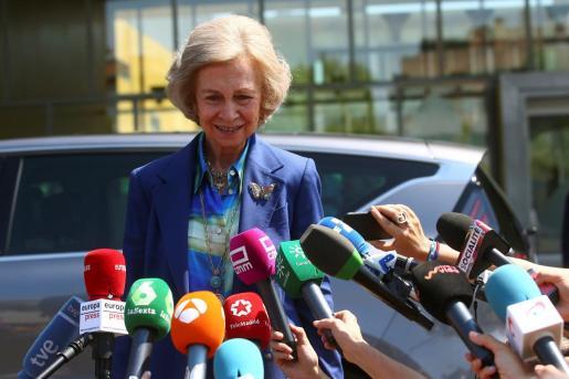 La reina emérita doña Sofia, tras visitar al rey Juan Carlos en la clínica tras una operación de corazón a la que se sometió el pasado año.