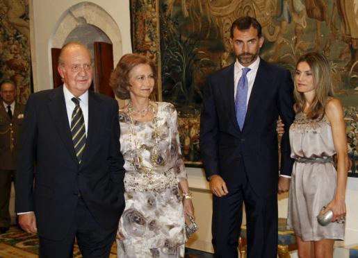 Imagen tomada en la recepción real que ofrecieron en 2010 los reyes de España y los entonces príncipes de Asturias en la Almudaina.