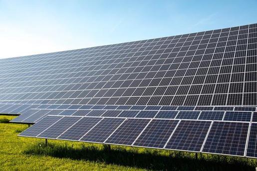 Atlantica refinancia dos plantas solares con un bono de 326 millones de euros.