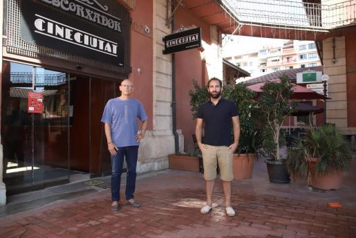 La sala en versión original de Palma ha presentado este miércoles «CineCiutat a la fresca», un ciclo de cine al aire libre.