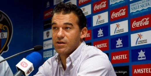 Imagen de Luis García Plaza en una rueda de prensa.