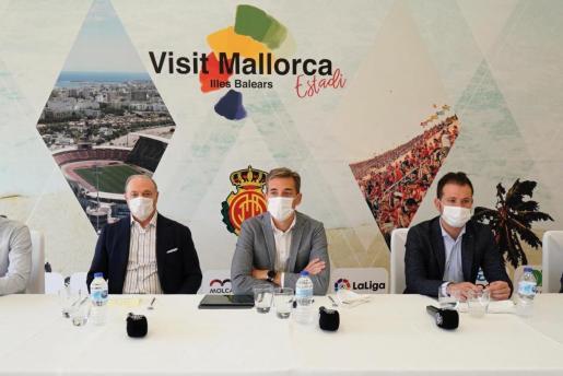 Partiendo de la base que sólo Ortells y Vicente Moreno conocen al dedillo el guión de los sucesos de las últimas semanas, la imagen que ha transmitido el Mallorca ha sido de desconcierto. En la imagen, el director deportivo, a la derecha.