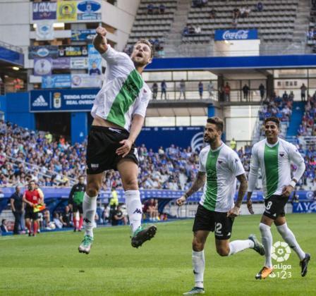 Álex Barrera, nuevo jugador del ATB, celebra un gol.