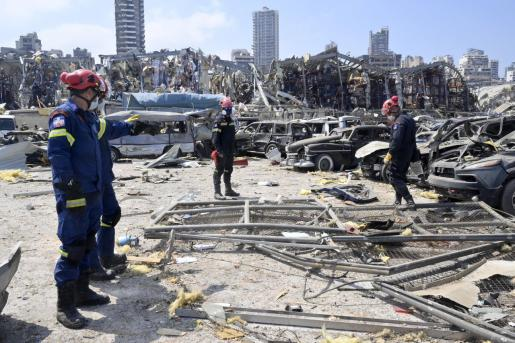 Equipos de rescate internacionales en la zona de las explosiones en el Líbano.