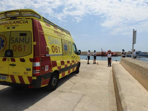 Hasta el lugar se ha desplazado una ambulancia para atender al afectado.