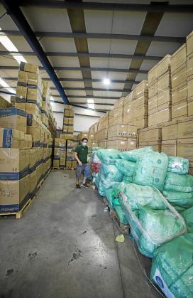 Uno de los almacenes alquilados donde se guarda el material sanitario.