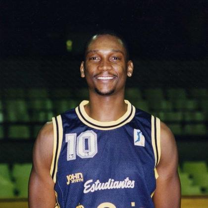 Andre Spencer, con la camiseta del Estudiantes