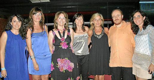 Carmen Fernández, Catalina Sarabia, María Soledad Sarabia, Rosa Sarabia, Aída González, José Quetglas y Blanca Vergés.