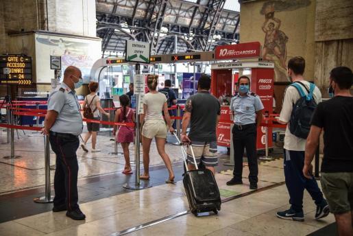 Las pruebas podrán hacerse en los aeropuertos, puertos y estaciones italianas.