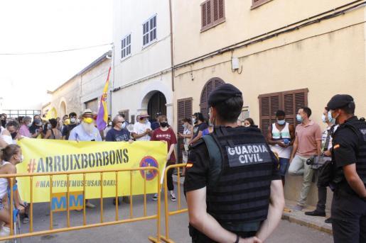 Los antimonárquicos se han referido al trato discriminatorio de las Fuerzas y Cuerpos de Seguridad, que contrastó con la actitud mantenida hacia los manifestantes constitucionalistas.
