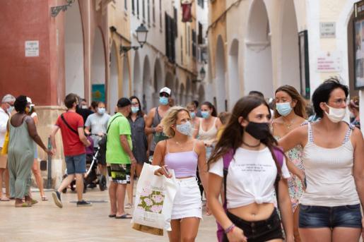 El uso de la mascarilla se ha generalizado en Baleares para evitar contagios.