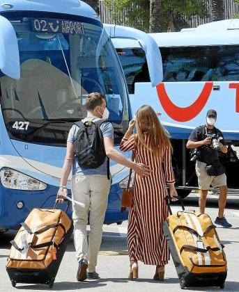 Llegada de turista alemanes a Palma. P.Lozano
