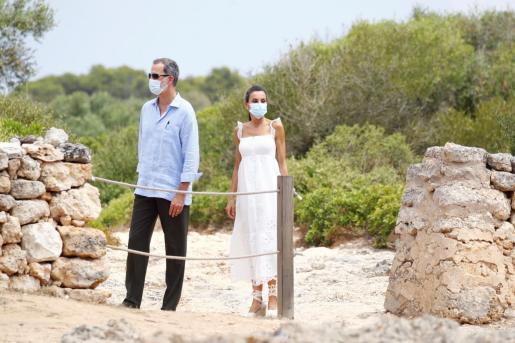 Los reyes Felipe y Letizia visitan la Naveta de Tudons, la edificación más antigua de Europa y ejemplo de la cultura talayótica de Menorca, hoy en la localidad de Ciutadella (Menorca).
