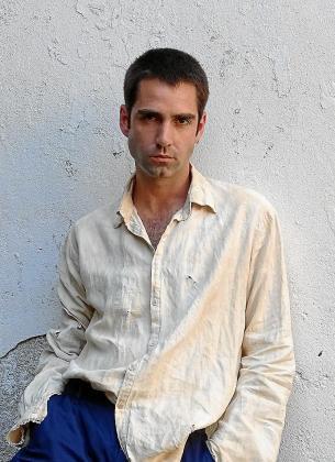 Aulí posando en el rodaje del filme de Villaronga en Felanitx.