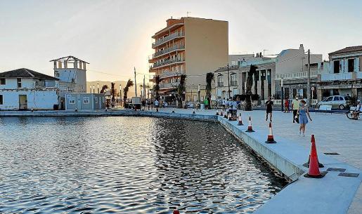 Imagen de la reciente apertura de las instalaciones del puerto al paseo del barrio del Molinar.