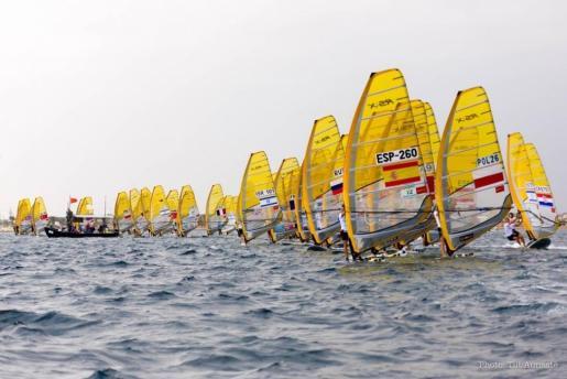 Imagen de una competición de la clase RS:X.