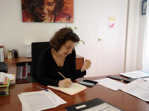 Fina Santiago es la Consellera de Afers Socials.