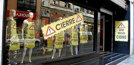 Al cierre de negocios coyuntural provocada por el confinamiento le ha seguido un cierre definitivo de muchos comercios que no pueden asumir las pérdidas provocadas por la absoluta paralización de la economía de Baleares.