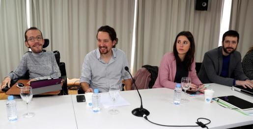 El secretario general de Podemos, Pablo Iglesias, acompañado por el secretario de Organización del partido, Pablo Echenique, la secretaria de Acción en el Congreso y Portavoz, Irene Montero, y el secretario de Comunicación y Tecnologías de la información, Juan Manuel del Olmo.