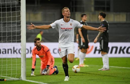 El delantero del Sevilla De Jong celebra el tanto de la victoria ante el Manchester United en las semifinales de la Europa League.
