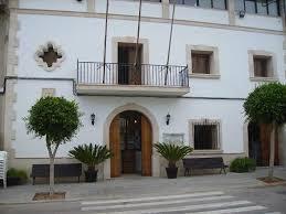Fachada del Ajuntament de Maria de la Salut.